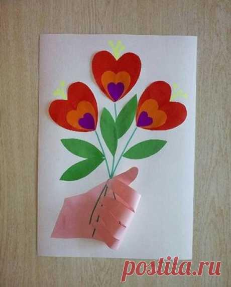 El REGALO PARA la MAMÁ por las MANOS. El niño puede hacer esta tarjeta por las manos y regalar a la mamá en 8 Martha, el Cumpleaños. #8марта@roditeli_i