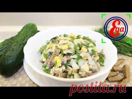 Простой шпротный салат с сухариками