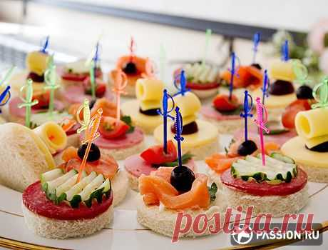 Тарелка с канапе | Романтический ужин: новогодняя версия | passion.ru