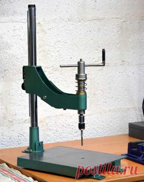 Станок для нарезания резьбы с ручным приводом