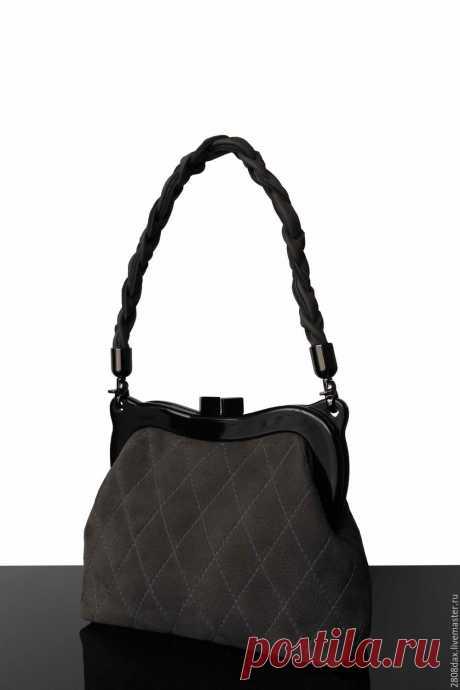 Серая замшевая сумочка, сумочка на фермуаре, серый, сумка замша – купить в интернет-магазине на Ярмарке Мастеров с доставкой Серая замшевая сумочка, сумочка на фермуаре, серый, сумка замша – купить или заказать в интернет-магазине на Ярмарке Мастеров | Дизайнерская сумочка.  Базовый благородный…
