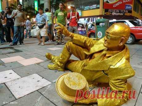 """В Дубае завершилась акция под названием """"Похудей и получи золото"""", принять участие в которой мог каждый желающий. Суть мероприятия заключалась в том, что за каждый сброшенный килограмм лишнего веса мерия эмирата выплачивала участникам 1 грамм золота. Тот, кто смог сбросить более 5 килограмм в течении 6 недель, получал по 2 грамма золота за каждое последующее кило. Участие в этом аттракционе невиданной щедрости приняли около 10 000 человек."""