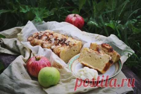 El pastel sueco de manzana con la salsa de vainilla (Astrid Lindgren «Karlson, que vive en el techo, ha llegado de nuevo») | GingerPage