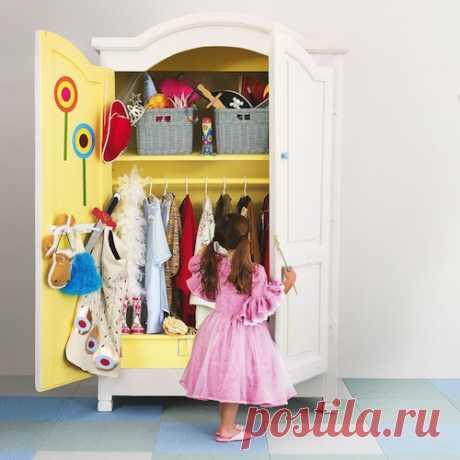 Интерьер комнаты для девочки | Милая Я Как разработать дизайн детской комнаты для девочки? Мы подскажем несколько идей, которые подойдут как для оформления спальни для маленьких девочек, так и для интерьера комнаты для девочки-подростка. Детское восприятие мира сильно отличается от взрослого. Дети более восприимчивы к цветам и предпочитают яркую и открытую цветовую гамму, что нужно учитывать в дизайне детской комнаты для девочки. А с другой стороны, им гораздо быстрее все ...