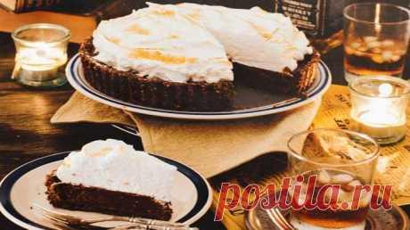 Великолепный, вкуснейший шоколадный торт, в котором отлично сочетаются виски и шоколад. Виски придают вкусу торта нежную и в то же время терпкую ноту.