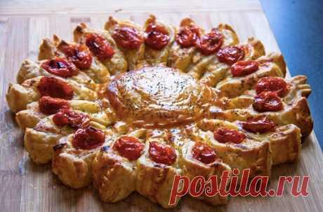 5 пирогов, которые во всех смыслах стоит попробовать! Собрали рецепты выпечки на любой вкус. 1) Пирог-солнце из слоеного теста, сыра и овощей - 2) Овощной пирог с цветами из баклажанов и кабачков - 3) Клафути с кабачками и овечьим сыром - 4) Постная шоколадная шарлотка - 5) Мандариновый десерт -