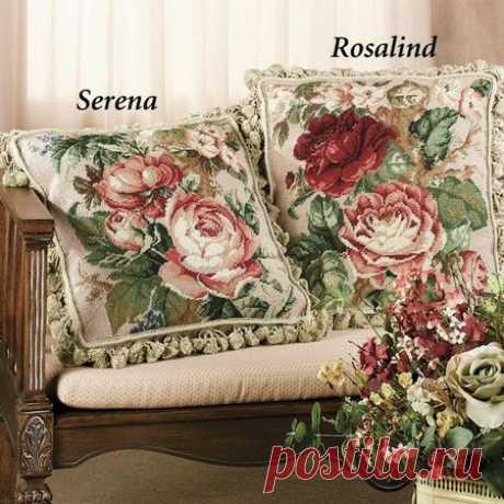 Вышитые крестиком подушки SERENA и ROSALIND