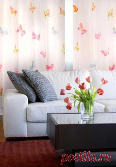 нежные полупрозрачные шторы с бабочками оживят даже самую аскетичную комнату