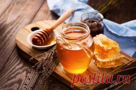 Можно ли есть мед при похудении Из статьи вы узнаете, можно ли есть мед при похудении. Расскажем о его пользе и вреде, как с помощью меда избавиться от лишнего веса. Также поговорим о том, можно ли кушать мед на ночь и какой продукт лучше есть, чтобы сбросить лишний вес.