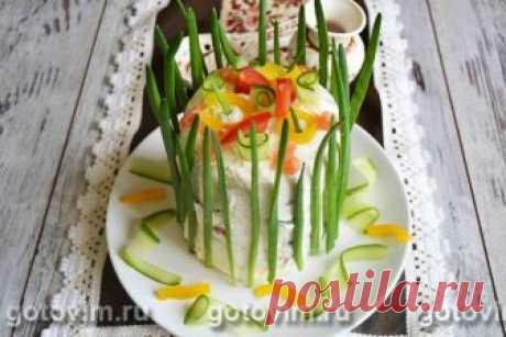 Бутербродный торт с красной рыбой. Рецепт с фото Эффектный торт-закуска удивит ваших гостей, а его вкус не оставит равнодушным даже самого избалованного эксперта.  В рецепте подробно описано, как из самых обычных продуктов приготовить необычную закуску. Для прослойки бутербродного торта подойдет подкопченный лосось, семга или любая другая красная рыба.