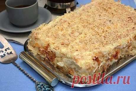 """Торт """"Наполеон""""  Ингредиенты:  Тесто: 250 г сливочного масла 3 стакана муки щепотка соли 2/3 стакана холодной воды 1 ст. л. уксуса  Крем: 1200 мл молока 5 шт. яичных желтков 1 ч. л. ванильного сахара 400 г сахара 10 мл коньяка 150 г муки  Приготовление:  Масло и муку порубить мелко ножом, добавить воду с уксусом, замесить тесто. Разделить на 12 частей. Поставить в холодильник на 1час. Раскатывать тонкие коржи. Чтобы не прилипали к столу - подсыпать муку под..."""
