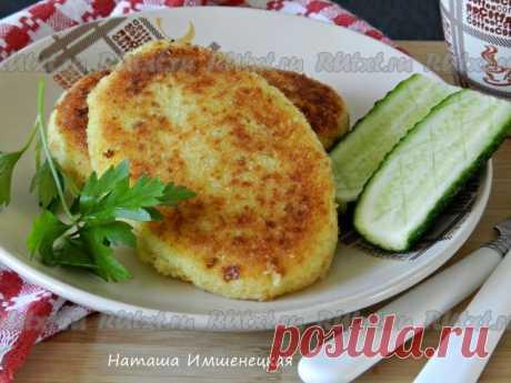 Картофельные зразы с капустой от Натальи Имшенецкой  Картофельные зразы с капустой - очень вкусные, мягкие и нежные. Их можно подать как основное блюдо со сметаной или каким-либо соусом, а также как дополнение к первым блюдам. Остроту и пикантность начинки подбирайте на свой вкус. Для приготовления картофельных зраз с капустой понадобится: 1 луковица; 1 морковь; 800 г картофеля; 300 г белокочанной капусты; 1 яйцо; 1-2 ст. л. муки; соль, перец - по вкусу; сухари для паниров...