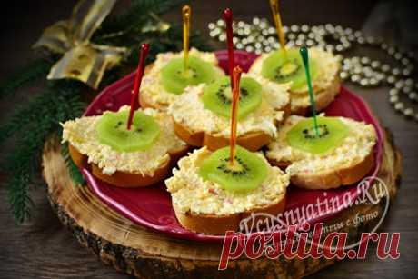Бутерброды с киви на праздничный стол: рецепты с фото простые и вкусные Подборка простых и вкусных бутербродов с киви на праздничный стол. Пошаговое приготовление и фото, как красиво можно оформить закуску для подачи.