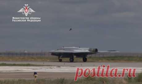 Первый полет российского военного беспилотника «Охотник-Б» | Армия
