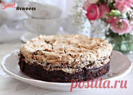 Chocolate cake mousse with a meringue and nuts | Sweet Twittes