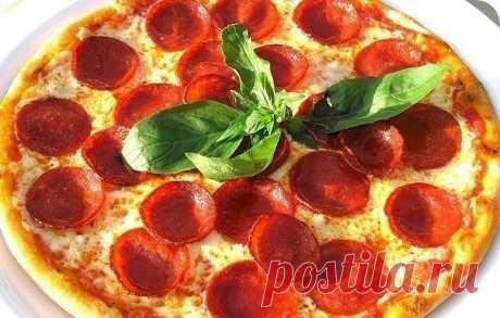 Настоящая итальянская пицца - 9 восхитительных рецептов.  1. Классическая Пицца Пеперони  Ингредиенты: -250 гр Теста для пиццы -170 гр Сыр Моцарелла -80 гр Соус для пиццы -90 гр Колбаса Пеперони -10 мл Масло оливковое Тесто для пиццы: -250 гр Мука пшеничная -200 гр Мука для пиццы -230 мл Вода -2 гр Дрожжи -35 мл Масло оливковое -2 гр Соль Соус для пиццы: -100 гр Томаты в собственном соку -5 гр Базилик -3 гр Соль -10 мл Масло оливковое -2 гр Орегано  Приготовление: Тесто: Д...