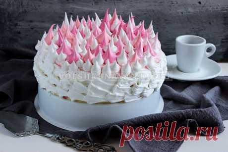 Крем «Мокрое безе» Крем для украшений торта — подходит для создания тюльпанов, розочек и хризантем, а также более сложного декора. Хорошо переносит покраску.