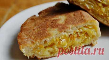 Шарлотка бывает не только сладкой! Очень нежный пирог с капустой! Готовить одно удовольствие! Нежное тесто на кефире в сочетании с начинкой из капусты.