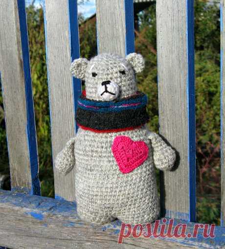 суровый сердечный Мишка, связала из распущенного свитера по картинке из интернета Татьяна Цветкова