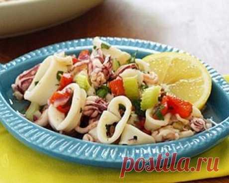 3 простых рецепта салатов с морепродуктами