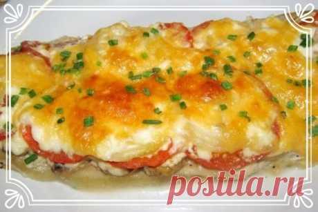Минтай с помидорами, сыром и чесноком в духовке   Сочное блюдо на каждый день.   Сложность: простая.  Показать полностью…