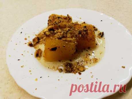 Десерт из тыквы по-турецки Kabak tatlisi     Осень - самое время для экспериментов над тыквой.      Понадобится: Тыква 600 г Сахар 150 г Кардамон Корица Грецкий орех 50 г  Тыкву нужно очистить от ненужностей, нарезать на куски 5-7 см, сложит…