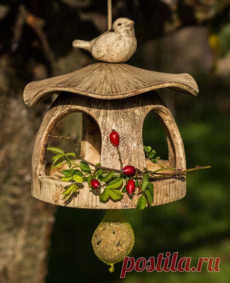 (1124) Pinterest - Mit diesem schönen Vogelhäuschen bereitest Du Vögeln und Menschen eine Freude. Verspielt gestaltetes Futtersilo für Vögel Dieses Vo | Keramiken