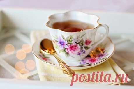 """10 самых полезных чашек чая   Журнал """"MY HOME LIFE"""" 1. Улун (название, которое может быть на упаковке – Oolong). Чай улун улучшает метаболизм. Цветовая гамма заварки – от бледно-нефритового (как у зеленого чая) до темно-золотистого и темно-красного. Чем краснее чай, тем он больше помогает в похудении, за счет содержащихся в нем полифенолов. Четыре чашки улуна позволяют съесть 1 небольшой десерт без вреда для фигуры..."""