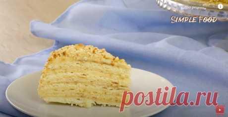 Торт без духовки - это много нежных коржей, пропитанных ароматным кремом и покрытых хрустящей крошкой. Духовку включать не придется.