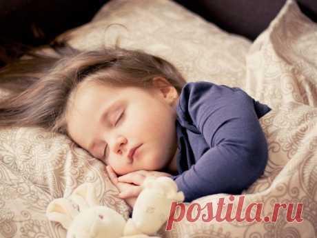 Учим малыша засыпать самостоятельно: советы эксперта Как помочь малышу освоить навыки самостоятельного засыпания? Мы спросили у врача-сомнолога, консультанта по детскому сну Ольги Александровой.