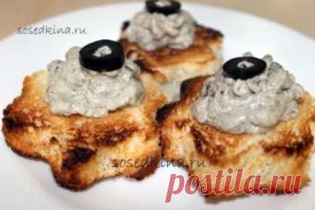 Паштет из мойвы с маслинами.   СОСТАВ: Мойва (малосол.) — 300 гр Масло сливочное — 50 гр Хлеб или тарталетки Маслины — 1 банк.