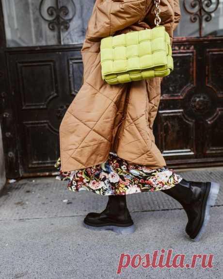 Ошибки, которые совершают женщины при ношении пальто На первый взгляд кажется: что сложного в том, чтобы носить пальто? Однако, чтобы создать безупречный образ, нужно знать о фатальных ошибках, наиболее часто допускаемых женщинами при надевании пальто. ...