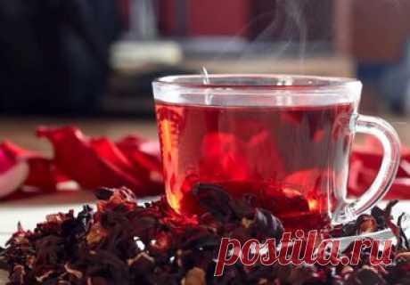 Как жить дольше? Начните пить чай из гибискуса Специалисты рекомендуют начать пить летом чай из гибискуса (каркаде) – его потребление поможет не только утолять жажду, этот травяной напиток обладает широким спектром ценных свойств. Его способность укреплять состояние сердца, стабилизировать артериальное давление, противостоять ожирению и диабету 2 типа помогает жить дольше. Снижает артериальное давление.