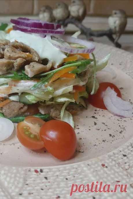 Салат с индейкой, лёгкий и полезный! Попробуйте приготовить очень легкий и вкусный салатик. По моему рецепту готовим очень быстро .