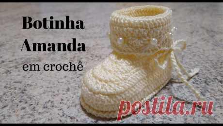 Botinha Amanda em crochê Vem aprender comigo a fazer essa linda e super fácil botinha em crochê. Aumente sua renda ou presenteie alguém especial... Solinha 9 cm: https://www.youtube....