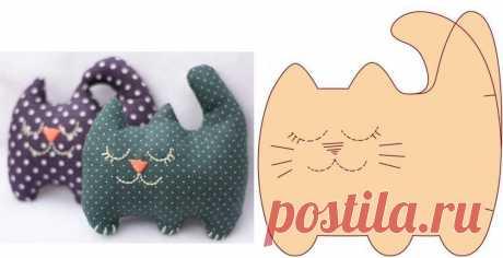 «Декоративные подушки в виде головы кошки. Подушка кот своими руками: выкройки на бумаге» — карточка пользователя Ирина Р. в Яндекс.Коллекциях