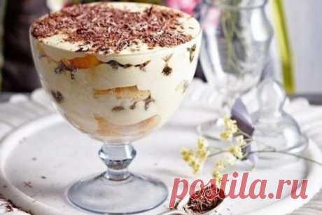 Вы больше никогда не будете печь торты: Самый вкусный десерт «ТИРАМИСУ»… Ела бы и ела столовыми ложками! ИНГРЕДИЕНТЫ:  200 гр. любого песочного печенья  200 гр. нежирного творога  100 гр. сметаны  50 гр. сахара  1 ч. л кофе  ваниль  какао  Десерт Тирамису  ПРИГОТОВЛЕНИЕ:  Смешать в блендере творог, сметану, сахар и ваниль до однородной массы.