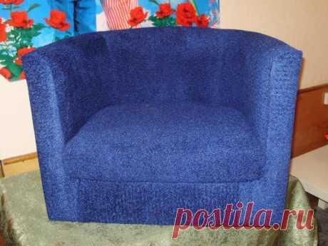 """Создаём оригинальный и бюджетный чехол для кресла - Журнал """"Сам себе изобретатель"""" Есть ли в доме мебель, которая больше всего нравится, но ее просто нужно немного обновить? Обычно такая история происходит с креслами. Нет необходимости покупать чехлы для кресла или вовсе избавляться от него, если хочется изменить цвет или рисунок. Как сделать простые чехлы своими руками Для начала нужно измерить стулья, чтобы понять, сколько ткани понадобится. Нужно …"""