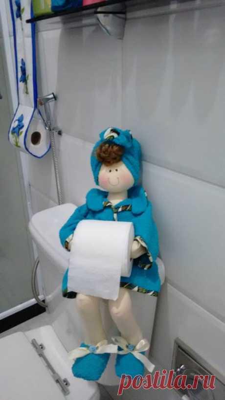 Куклы-держатели туалетной бумаги.