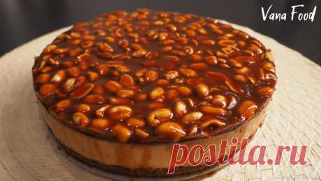 Торт Сникерс с вареной сгущенкой БЕЗ выпечки Торт Сникерс - очень нежный и вкусный торт без выпечки. Дети будут просто в восторге от такого десерта:) Приятного аппетита!Ингредиенты: пряники шоколадные - 200 гсливочное масло (растопленное) - 70 гарахис соленый жареный - 100 гкрем: сметана - 300 гвареная сгущенка - 300 гжелатин - 20...