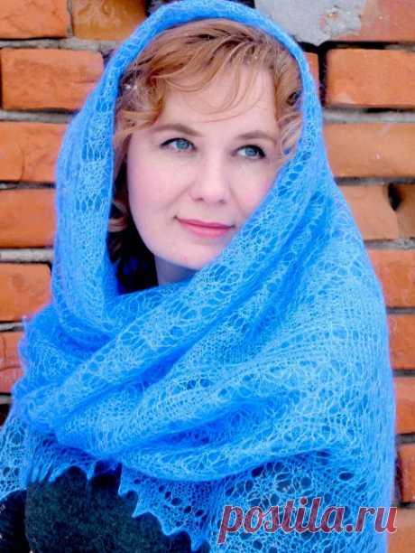 Платок Пуховый платок ручной работы паутинка голубая, 130 x 13