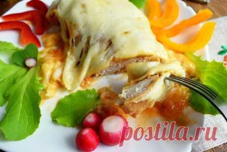 Курица по-итальянски в духовке  Рецепт, как приготовить, курицу по-итальянски в духовке, придется по душе любителям курочки. Блюдо готовится из доступных продуктов и получается очень вкусным и довольно сытным, подается со спагетти или свежими овощами. Удачного вам приготовления!  Ингридиенты:  Куриная грудка: 2 Штуки, Лук: 2 Штуки, Чеснок: 2 Зубчика, Соль: 1/2 Чайных ложки, Перец черный молотый: По вкусу, Яйцо: 2 Штуки, Сухари панировочные: 3 Ст. ложки, Соус томатный: 200 ...