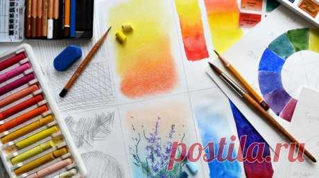 3 правила работы с цветом в живописи В зависимости от освещения полностью меняется цветовая палитра всех окружающих нас предметов. В ясную погоду появляются насыщенные цвета и резкие тени, которые являются синонимом динамики и позитива; в облачные дни тени размываются, и создается ощущение покоя или даже легкой грусти за счет снижения контрастности. Кроме того собственный цвет предметов зависит от температуры освещения, что также влияет на наше впечатление от окружающего нас пейзажа.