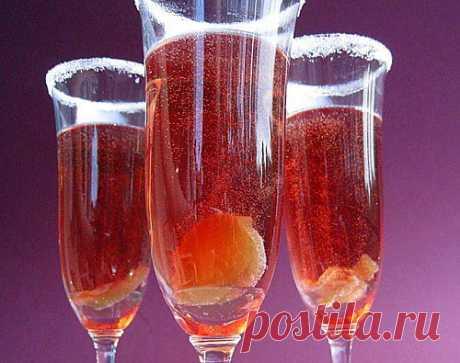 Коктейль с персиком, имбирем и шампанским / Простые рецепты