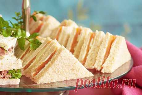 Сэндвичи с копченым лососем и огурцом