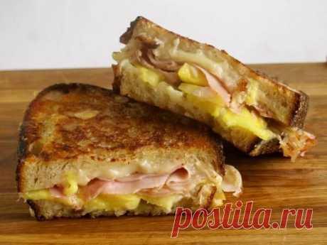 Сэндвич с яйцом ветчиной и сыром ...