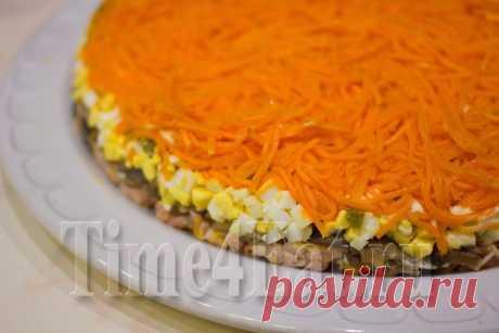 Слоеный салат с курицей, грибами и корейской морковью | Пора перекусить!