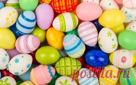 10 способов красиво покрасить пасхальные яйца. - Рецепты для дома Каждый год на Пасху все хозяюшки готовят праздничный стол, пекут куличи и, естественно, красят яйца. Традиция красить яйца довольно давняя. Такими приятными хлопотами можно и нужно заниматься всей семьей, ведь этот процесс увлекает даже самых маленьких. Как можно покрасить яйца на Пасху куркумой, луковой шелухой, свеклой и краснокочанной капустой — смотрите в этой статье. Перед […]
