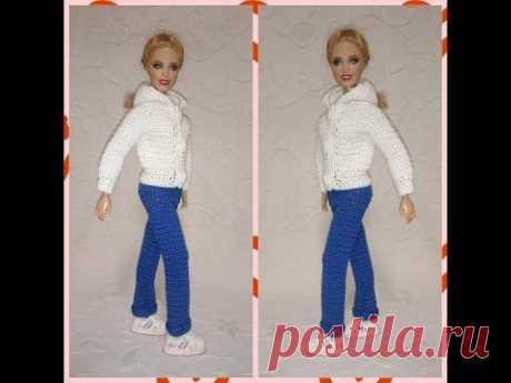 Los pantalones - los pantalones a la muñeca por el gancho