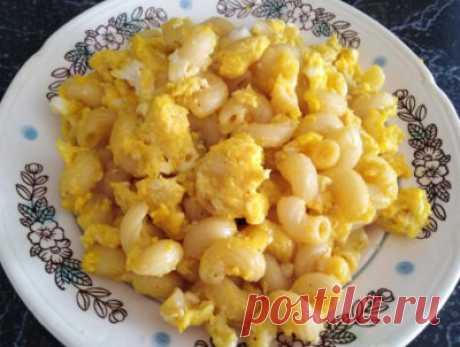 Макароны с яйцом на сковороде: простой рецепт, приготовление с луком, с сосисками, с сыром, с брынзой (+отзывы)